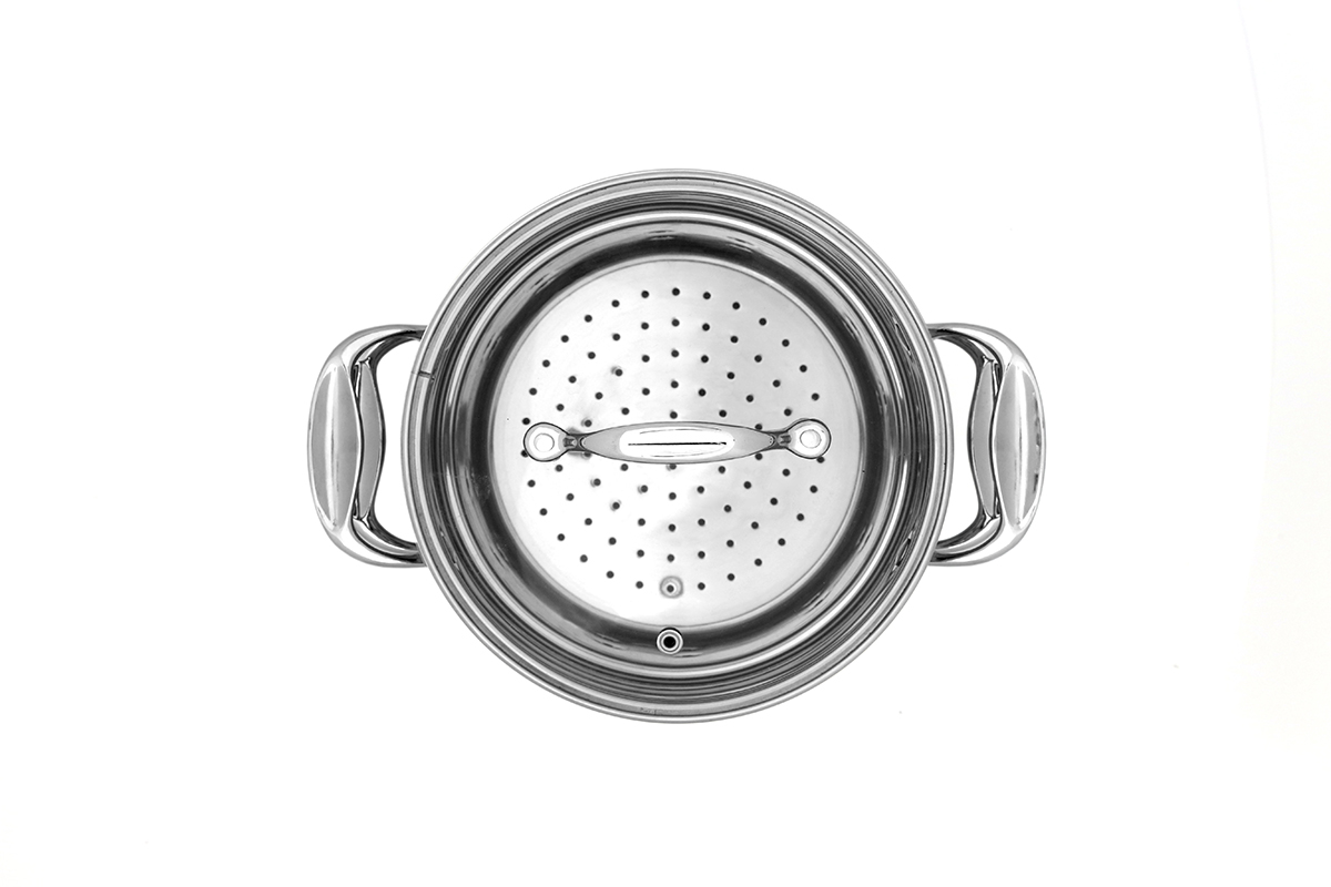 צילום סיר קוסקוס נירוסטה על רקע לבן עבור אריזה למוצר - צילום מלמעלה - פוקס הום