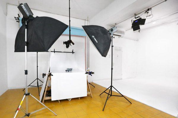 סטודיו צילום להשכרה - גרין סקרין - אולפן ירוק להשכרה על בסיס יומי/שעתי לצילומי אופנה, צילומי פורטרטים, צילומי מוצרים וצילומי מזון.