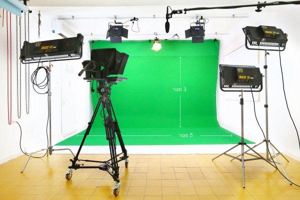 אולפן צילום להשכרה - גרין סקרין - אולפן ירוק להשכרה על בסיס יומי/שעתי לצילומי אופנה, צילומי פורטרטים, צילומי מוצרים וצילומי מזון.