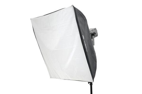"""סטודיו לצילום להשכרה - סופט בוקס 90X90ס""""מ"""